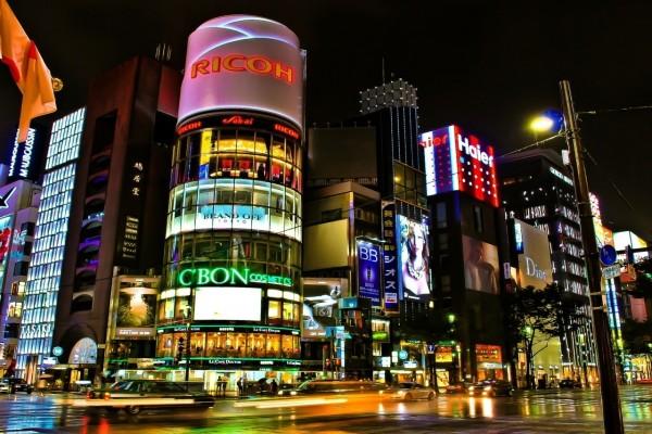 Tiendas en unos edificios de Tokio