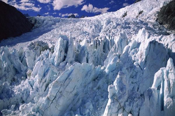Rocas de hielo en un glaciar