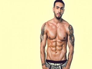 Postal: Chico musculoso y con tatuajes