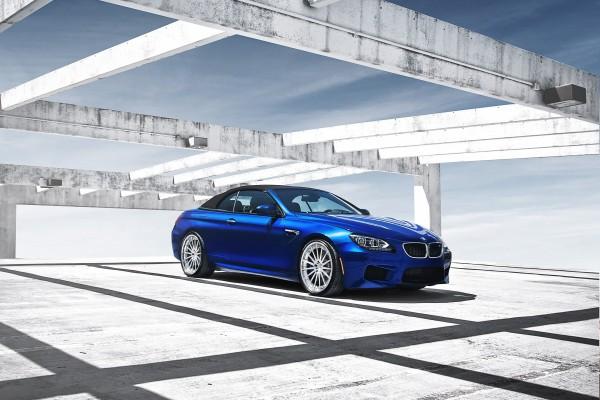 Un bonito BMW azul
