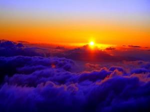 Postal: Puesta de sol sobre las nubes