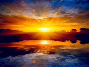 Hermoso cielo con un resplandeciente sol