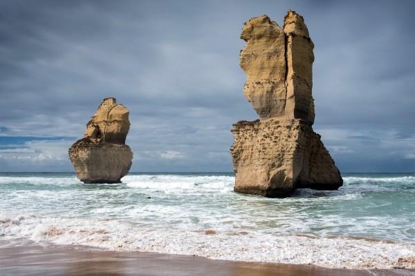 Grandes rocas en una zona costera