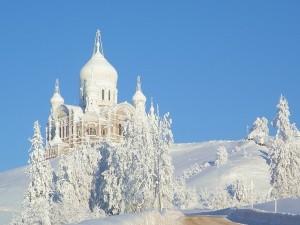 Postal: Gran Iglesia cubierta de nieve