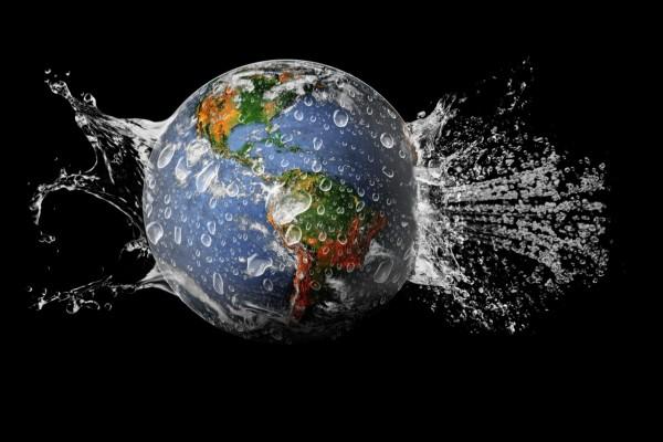 Salpicaduras de agua en el planeta Tierra