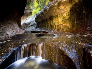 Agua en el interior de un cañón