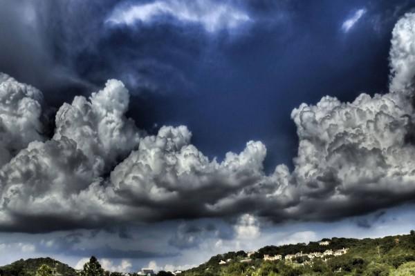 Nubes tormentosas en el cielo