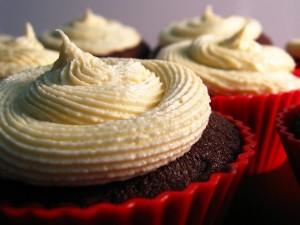 Cupcakes de chocolate con crema