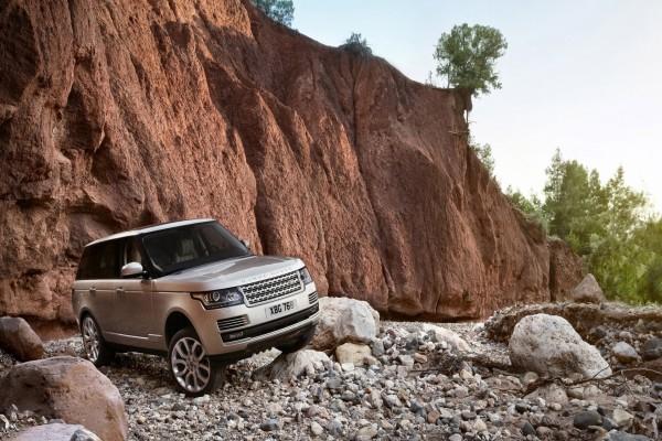 Range Rover en las rocas