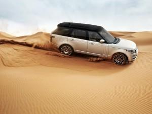 Range Rover en el desierto
