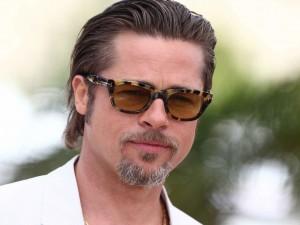 Postal: Brad Pitt con gafas