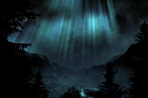 Hermosa aurora sobre las montañas