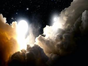 Postal: Nubes y lunas en un espacio estrellado