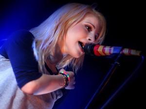 Postal: Hayley Williams en el escenario