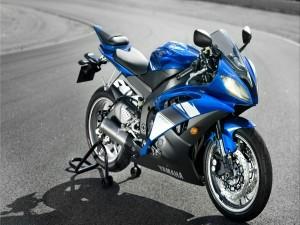 Moto Yamaha YZF- R6 en color azul