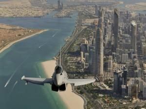 Postal: Avión sobrevolando Dubai