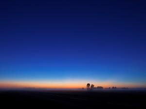 Cielo azul al amanecer