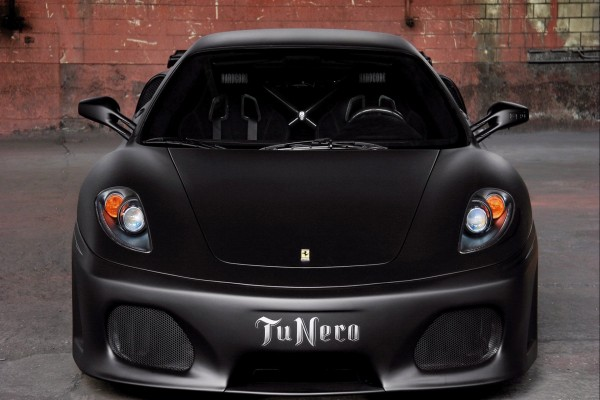 Un Ferrari Tu Nero