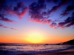 Amanecer sobre una playa