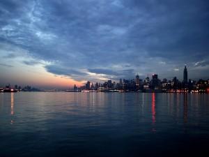 Postal: Amanecer sobre la ciudad