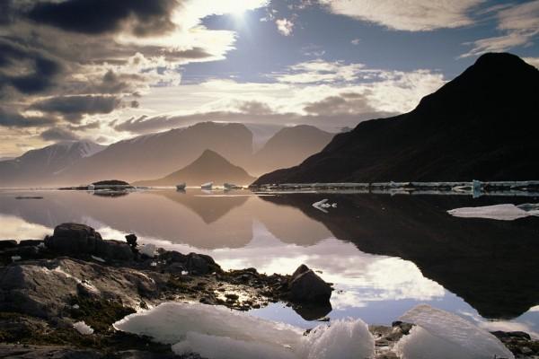 Bloques de hielo en un lago