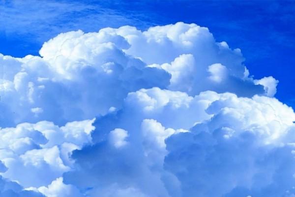 Nubes en un cielo azul