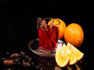 Postal: Taza de té con naranja, canela y anís