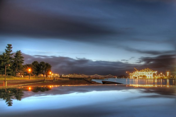 Puerto iluminado