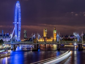Postal: Londres iluminado en la noche