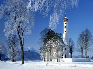 Postal: Iglesia en un paraje nevado