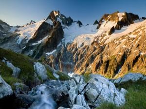 El sol calentando las frías montañas