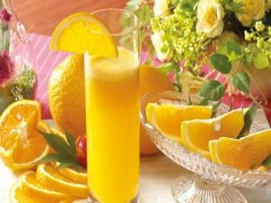Vaso de jugo de naranja