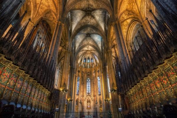 Interior de una catedral