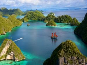 Postal: Navegando entre unas islas de Indonesia