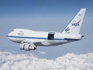 Boeing 747SP de la Nasa con un telescopio reflector
