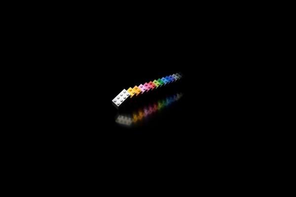 Fichas de lego en un fondo negro