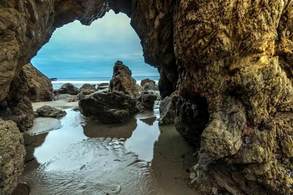 Arco natural en la costa