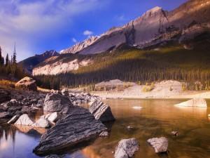 Postal: Sol y sombra sobre las montañas