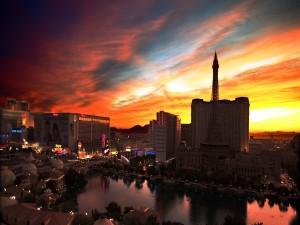 Postal: La Vegas en el crepúsculo