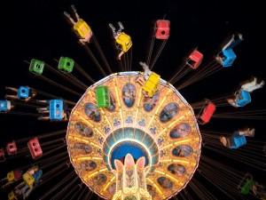 Postal: Sillas voladoras en un parque de diversiones