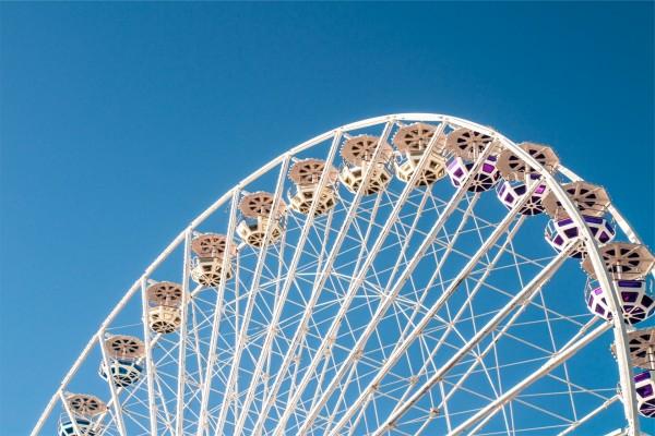 Una gran noria (rueda de Ferris)