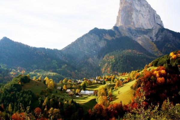 Otoño en un pueblo de montaña