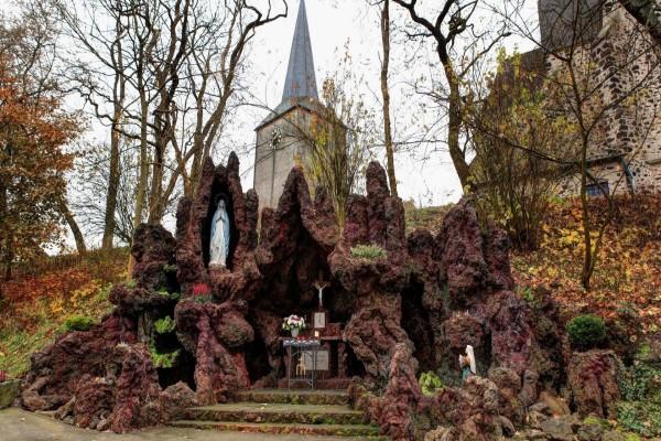 Santuario cristiano en las rocas