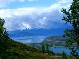 Vistas al lago y montañas