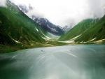 Navegando por un hermoso lago