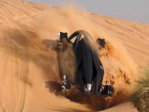 Postal: Mitsubishi MMR25 en el desierto