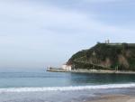Playa de Santa Marina con vistas a la ermita de Guía (Ribadesella, Asturias)