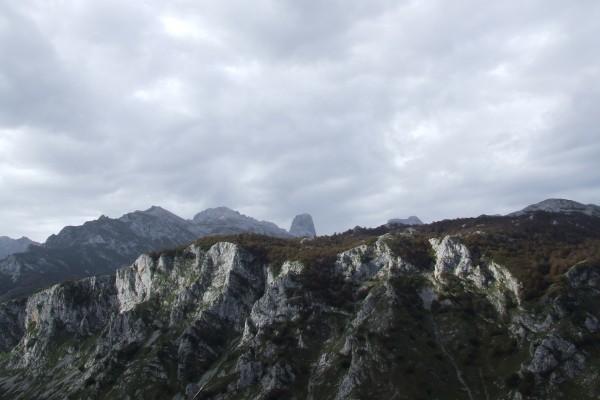 El Naranjo de Bulnes (Picu Urriellu) visto desde el Monte Camba