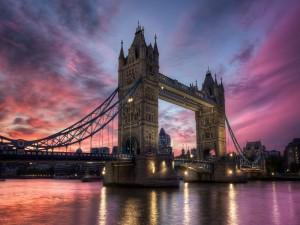 Postal: Puente de la Torre visto al amanecer