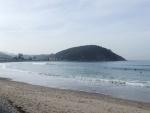 Surfistas en la playa de Santa Marina (Ribadesella, Asturias)